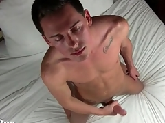 Masturbating hottie plays nearly his asshole