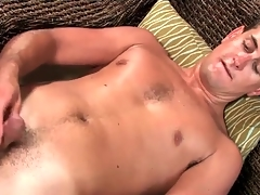 Masturbating young sponger models his asshole